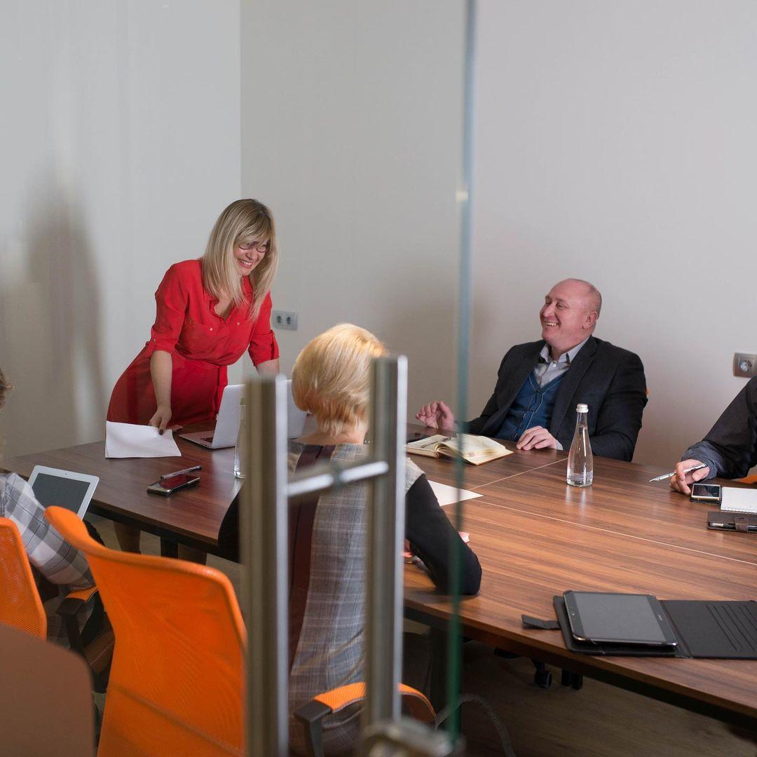 Фото переговорної кімнати